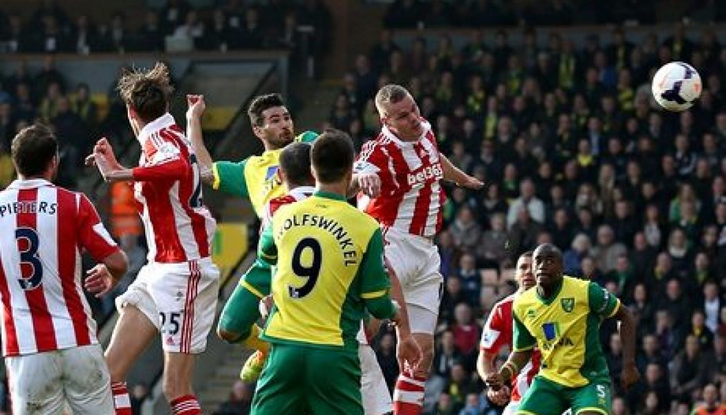 10-man Stoke City hang on for a point at Norwich